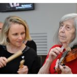 A 85-year-old care home resident with dementia learns violin