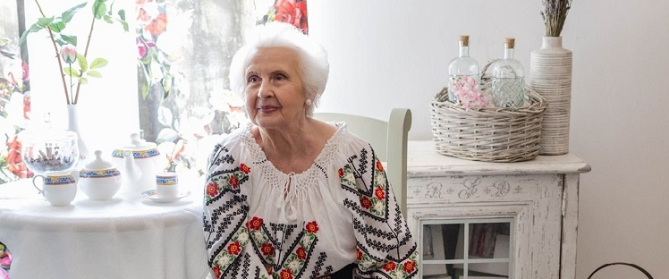 An artistic project rising up against loneliness of Romanian seniors